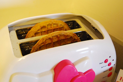 use a toaster avoid grills when toasting energy saving tip 4